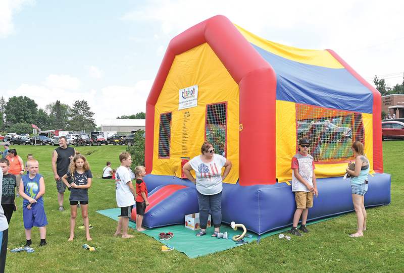 2019 Knapp Water Cross bouncy house