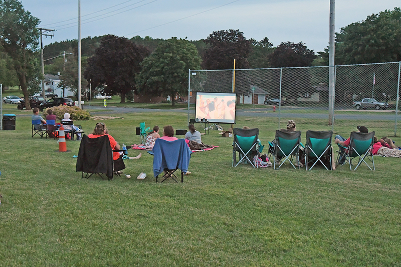 Movie in the Park crowd