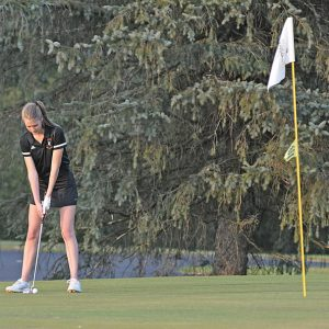 Colfax EM Girls Golf Emma Nechanicky