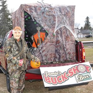 2020 Halloween Old Hunter